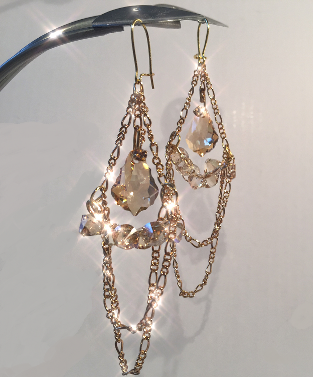 swarovski-crystal-and-chain-dangle-earrings-free-diy-design-and-instructions.png